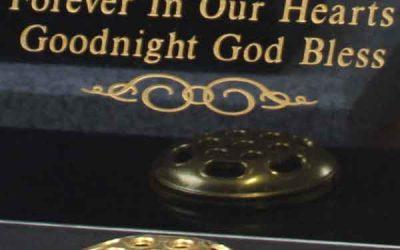 Headstone Engraving vs Headstone Etching